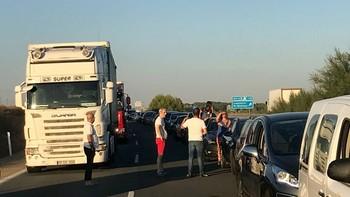 Una colisión entre dos camiones y una furgoneta corta la A-62 en Tordesillas, Valladolid