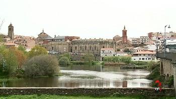 Un hombre fallece ahogado en el río en Alba de Tormes, Salamanca, al caer de su barca mientras pescaba