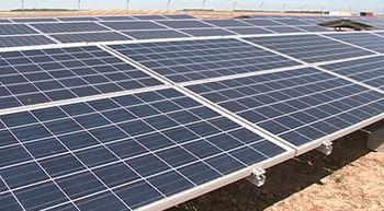 Cinco explotaciones de regadio instalan placas solares para mover sus p�vots