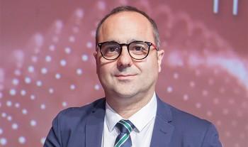Manuel Centeno, ganador del premio periodístico de Línea Directa en la modalidad de Televisión