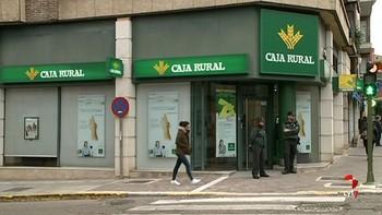 Dos hombres intentan atracar una sucursal en Medina de Rioseco, Valladolid, pero se marchan sin botín