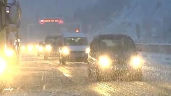 El Gobierno amplía el dispositivo en la A-3 ante el corte de tráfico provocado por la nevada