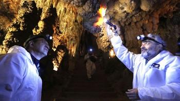 La Cueva de Valporquero estrena un recorrido que incluye zonas que ahora no se visitaban
