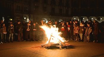Burgos canta y baila las 'Marzas'