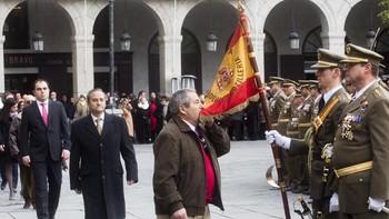 Más de un centenar de personas participan en la Jura Civil a la Bandera Española por la festividad de Santa Bárbara