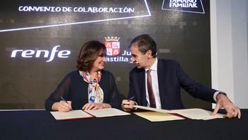 La Junta y Renfe firman un acuerdo para la promoción y comercialización de productos turísticos