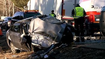 Un fallecido y un herido en una colisión entre un camión y dos turismos en Mojados