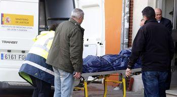 La mujer hallada muerta en su domicilio de Le�n presentaba varias heridas en la cabeza