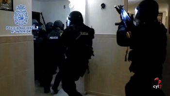 Los siete detenidos suministraban armas y material militar al DAESH y Al Nusra