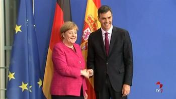 Merkel defiende más ayudas a España con la inmigración y Sánchez ofrece solidaridad con los flujos hacia Alemania