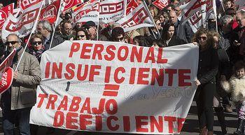 Miles de personas piden en Castilla y Le�n el desbloqueo de la negociaci�n colectiva