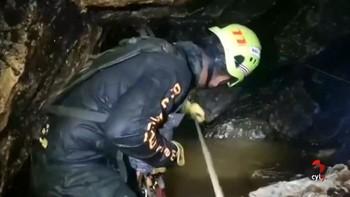 Muere uno de los buzos del equipo de rescate de los niños atrapados en la cueva de Tailandia