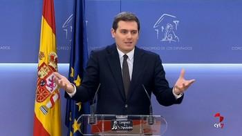 Rivera replica a PP y PSOE que su 'hundimiento' impide que Arrimadas pueda gobernar e insiste en presidir el Parlament