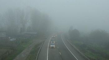 La niebla complica la circulaci�n por una veintena de carreteras de Castilla y Le�n