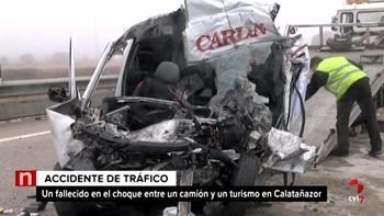 Muere una persona en la N-122 en Calatañazor, Soria, en una colisión entre un turismo y un camión
