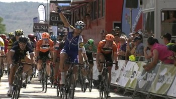 Matteo Trentin gana la segunda etapa de la Vuelta a Burgos que culmina en Belorado