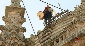 'El Mariquelo' apela a la solidaridad en su ascenso a la Catedral