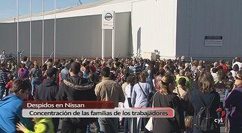 M�s de 300 familiares de los trabajadores de Nissan se concentran a las puertas de la factor�a