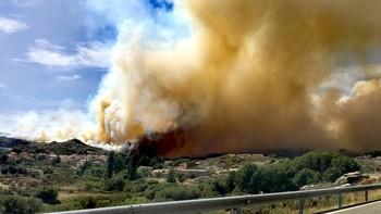 La Junta eleva a nivel 2 el incendio en Navarredonda de Gredos que avanza hacia San Martín del Pimpollar