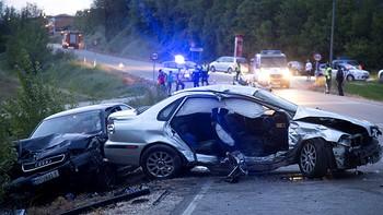 Siete heridos en una colisi�n frontal entre dos turismos en Burgos