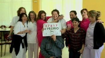 Ancianos, familiares, empleados y vecinos de la residencia de Armunia se reparten 6M