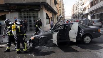 Arde un coche en marcha en la avenida de Villamayor en Salamanca