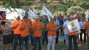 Un centenar de personas se concentra en Porto, Zamora, para reivindicar la construcción de una nueva carretera
