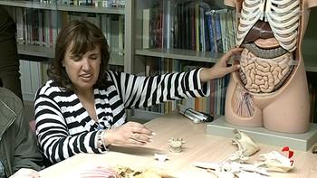 Personas invidentes aprenden anatomía con las manos gracias al proyecto 'Capaciénciate'