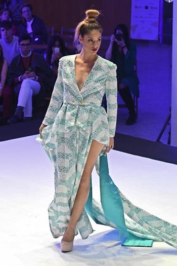 Raquel Tomillo apuesta por una colección 'para una mujer muy actual' que busca 'la silueta femenina'