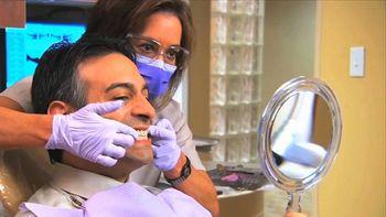 'En Espa�a puede poner una cl�nica dental cualquiera'