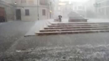 Una fuerte granizada provoca numerosos daños en Baltanás, Palencia