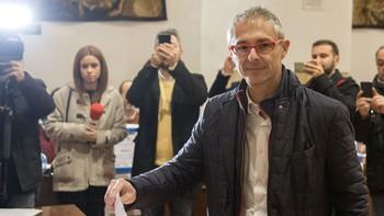 Rivero se convierte en rector de la Usal en su VIII Centenario tras vencer por un escaso margen a Corchado