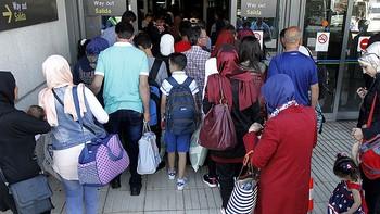 Castilla y Le�n recibe a 32 refugiados sirios procedentes de L�bano