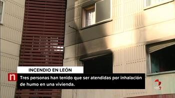 Tres personas, entre ellas una mujer de 99 años, intoxicadas en un incendio en Armunia, León