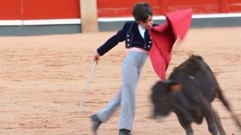 Marco P�rez, con ocho a�os, desarma al tendido de la Glorieta
