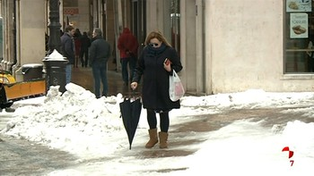 La nieve y el hielo dificultan el tráfico en Burgos