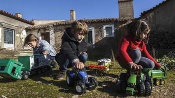 Fernando Rey defiende en el Senado un sistema educativo que tenga en cuenta las especificidades del mundo rural