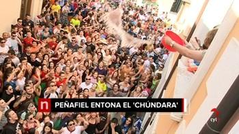 Peñafiel se baña en agua al grito de 'Chúndara'