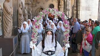 Las Cantaderas llenan León de tradición y colorido en el día grande de las fiestas de San Froilán