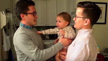 �Qui�n es pap�? La adorable confusi�n de un beb� al conocer al gemelo de padre