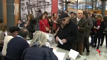Abren en Cataluña los colegios electorales, algunos con colas para votar
