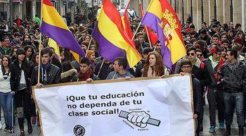 Miles de estudiantes se manifiestan contra el '3+2' de Wert en Castilla y Le�n