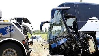 Un fallecido y al menos dos heridos en una colisi�n entre un autob�s y un turismo en la N-120