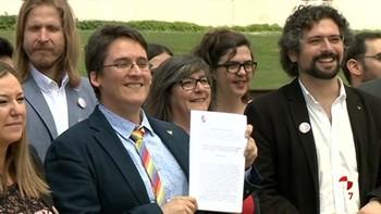 La abstención del PP abre la puerta de las Cortes a la Ley de Diversidad Sexual que tendrá que esperar a la norma nacional