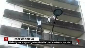 Francia reconoce la nacionalidad a un inmigrante que salvó la vida a un niño escalando cuatro pisos