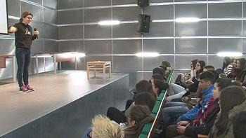 Trescientos alumnos palentinos se acercan a la ciencia a través del humor con 'LocosXCiencia'