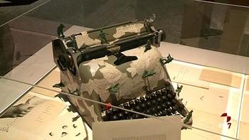 MUSAC explora las relaciones entre la palabra y las artes visuales a través de dos nuevas exposiciones