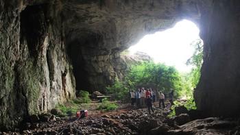 Un estudio de la Cueva de Guantes aborda su posible explotación como recurso turístico