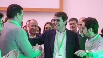 Fernández Mañueco pide a NNGG 'trabajo y compromiso con la política' porque son 'fundamentales para renovar el mensaje' del PP