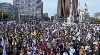 Miles de personas se manifiestan en Madrid contra el aborto y por la derogaci�n de la actual Ley